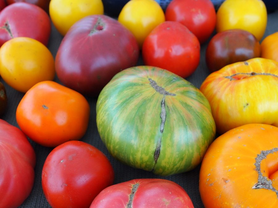 Heirloom tomatoes from farmers' market